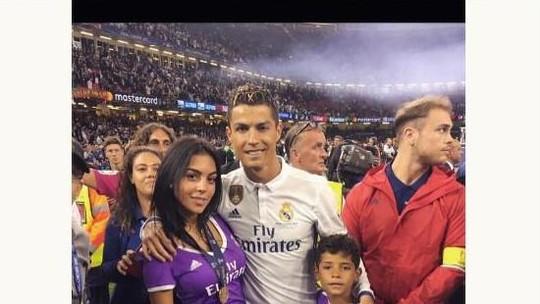 Foto Perdana Bayi Kembar Ronaldo dan Rumor Georgina Hamil