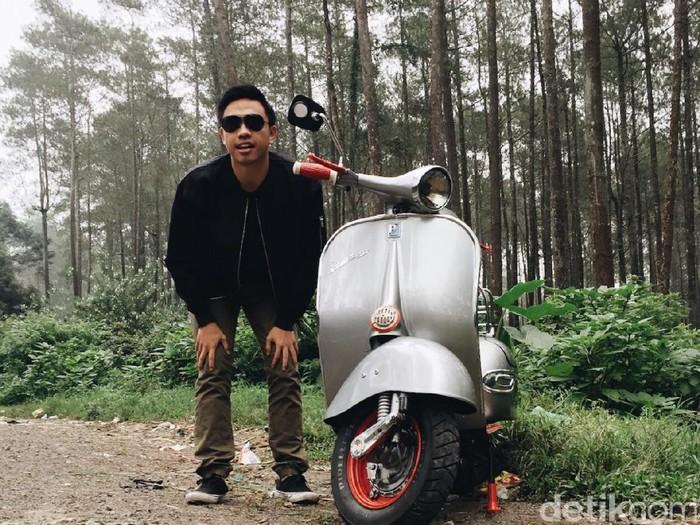 Suami dari Ayudia Bing Slamet, Muhammad Pradana Budiarto atau yang dikenal dengan Ditto Percussion menyukai kendaraan klasik. Vespa tua menjadi salah satu koleksinya.