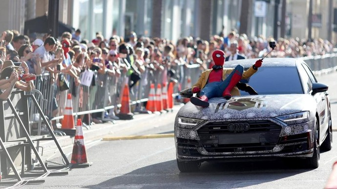 Spider-Man Narsis di Kap Mobil All New Audi