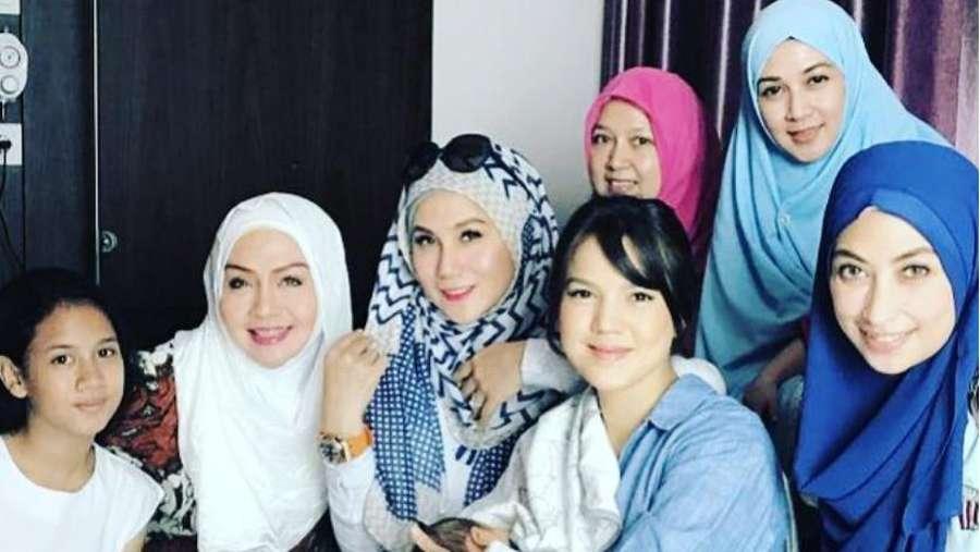 Heboh Kabar Rebutan Anak dengan Suami, Dina Lorenza Masih Syuting