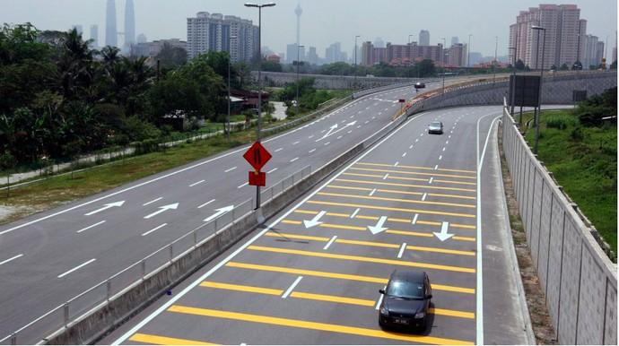 Image result for kondisi jalan di malaysia