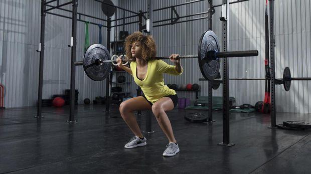 Angkat beban efektif mengencangkan otot tubuh