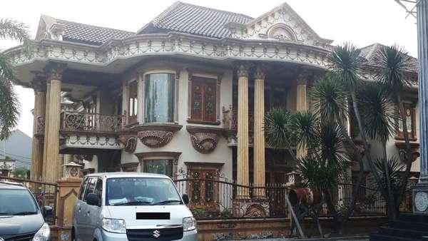 Kemewahan Rumah Muzdhalifah Hingga Masjid Besar di Pekarangan