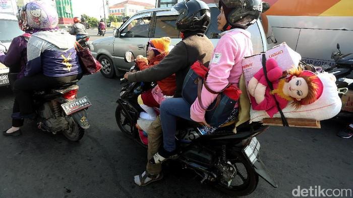 Mudik naik motor. (Foto: Rengga Sancaya)