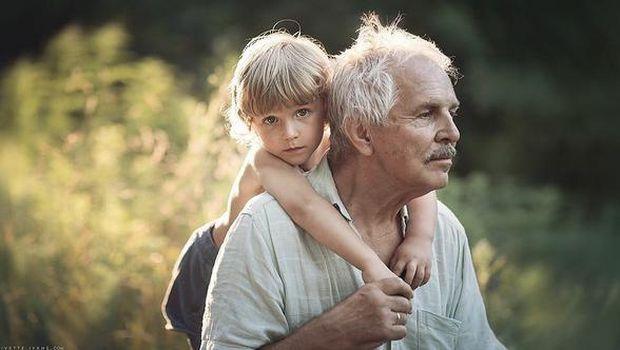 Apa Jadinya Jika Kakek Nenek Diberi Daftar Instruksi Mengasuh Cucu?