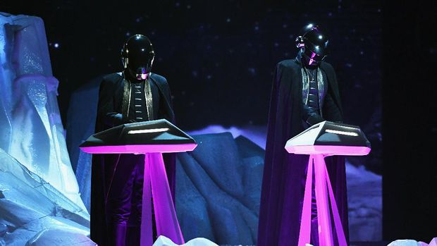 LOS ANGELES, CA - FEBRUARY 12:  Music group Daft Punk performs onstage during The 59th GRAMMY Awards at STAPLES Center on February 12, 2017 in Los Angeles, California.  (Photo by Kevin Winter/Getty Images for NARAS)