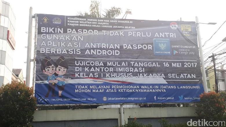 Foto: Spanduk pemberitahuan tentang Antrian Paspor (Afif/detikTravel)