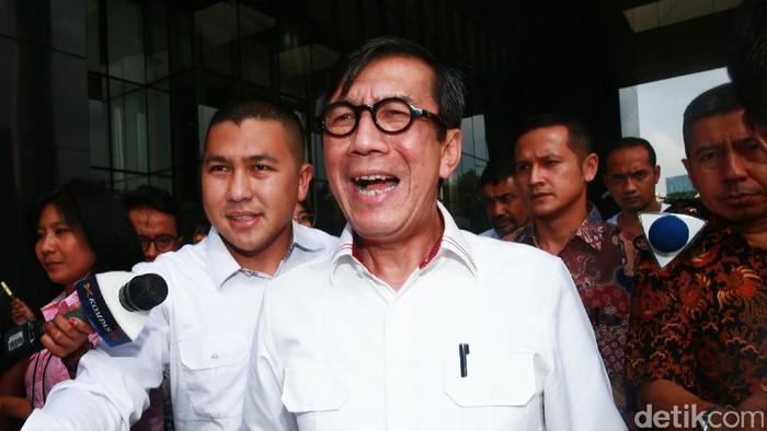 Menteri Hukum dan HAM (Menkum HAM) Yasonna H Laoly memenuhi panggilan pemeriksaan KPK. Laoly diperiksa sebagai saksi perkara dugaan korupsi proyek pengadaan e-KTP.