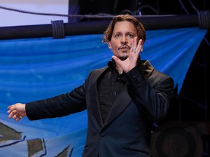 Johnny Depp Bercinta dengan Dua Wanita di Klip Marilyn Manson