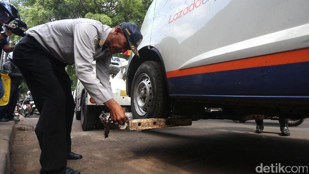 Mobil Tak Diparkir di Garasi, Dishub Tetap Tindak Tegas