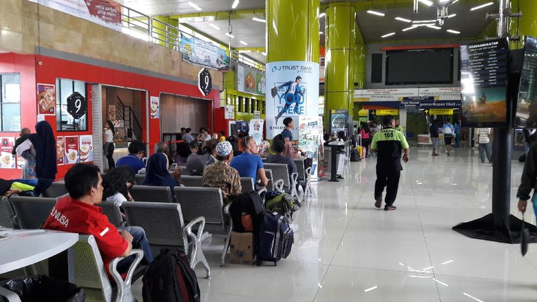H+8 Lebaran, Arus Balik di Stasiun Gambir Capai 14.000 Penumpang