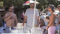 Tak hanya bintang sepak bola, pelatih sepak bola kenamaan tim Liverpool Jurgen Klopp juga pernah liburan ke Ibiza bareng teman-temannya (istimewa)