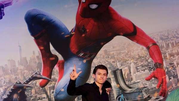 Aksi Para Spider-Man Bersama Tom Holland