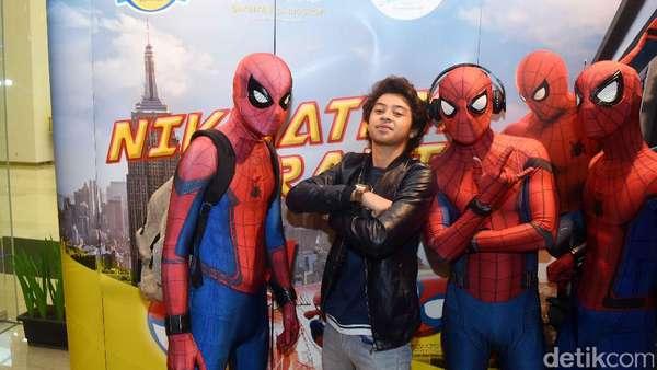 Bastian Steel Diserbu Kloningan Spider-Man