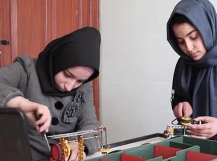 Tim hijabers pembuat robot yang ditolak masuk Amerika Serikat. Foto: Dok. FIRST Global Challenge