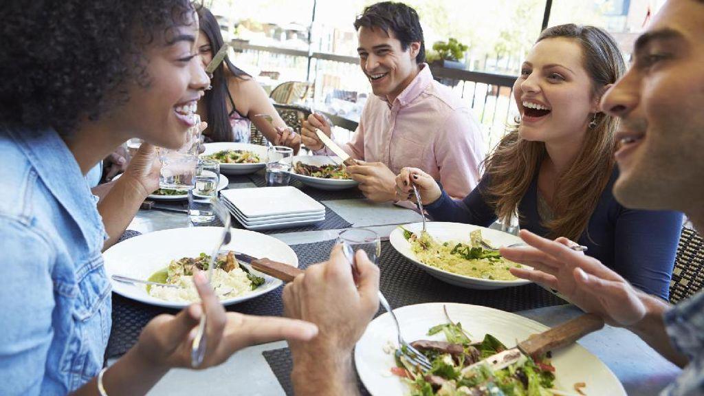 10 Kebiasaan yang Dilakukan Orang-orang Sukses Saat Jam Makan Siang