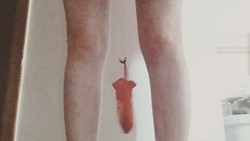 Vaginal weight lifting atau angkat beban dengan Miss V semakin populer. Banyak wanita membagikan fotonya di media sosial ketika mereka mencoba hal ini.