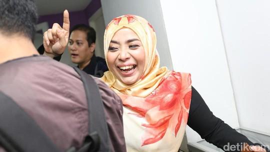Muzdhalifah: Ditinggal Suami Setia, Dikecewakan Pedangdut, Ditipu Penjual Beras