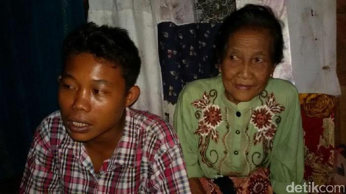 Selamet dan Rohaya, ABG dan nenek 71 tahun asal Baturaja OKU yang kini jadi menjadi suami istri (Foto: Istimewa)
