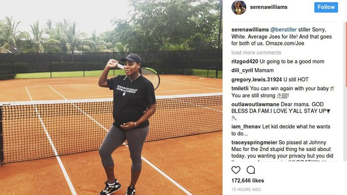 Serena Williams memamerkan perut hamilnya di lapangan tenis. (Foto: Instagram/Serena Williams)