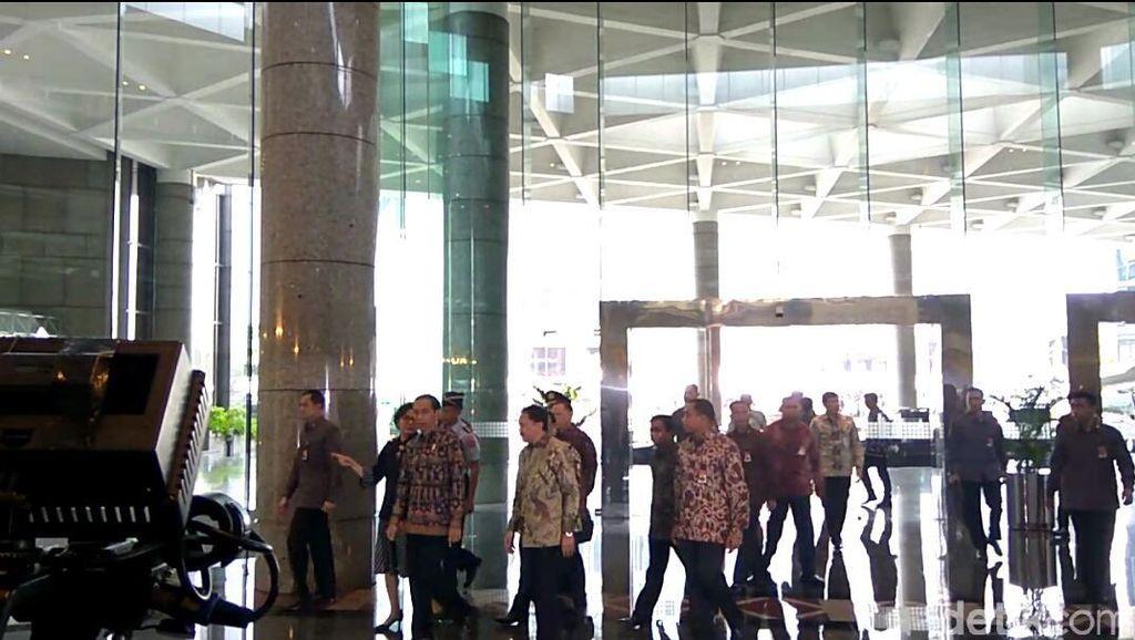 Didampingi Sri Mulyani, Jokowi Tinjau Bursa Efek Indonesia