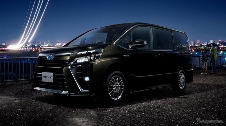 Toyota Voxy (Foto: Response)