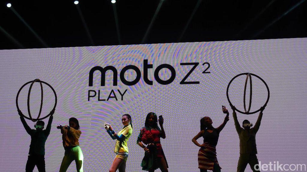 Moto Z2 Play tak lama lagi akan hadir di Indonesia setelah smartphone besutan Motorola dari Lenovo itu lebih dulu menyambangi Thailand untuk kawasan ASEAN. Foto: Josina/detikINET