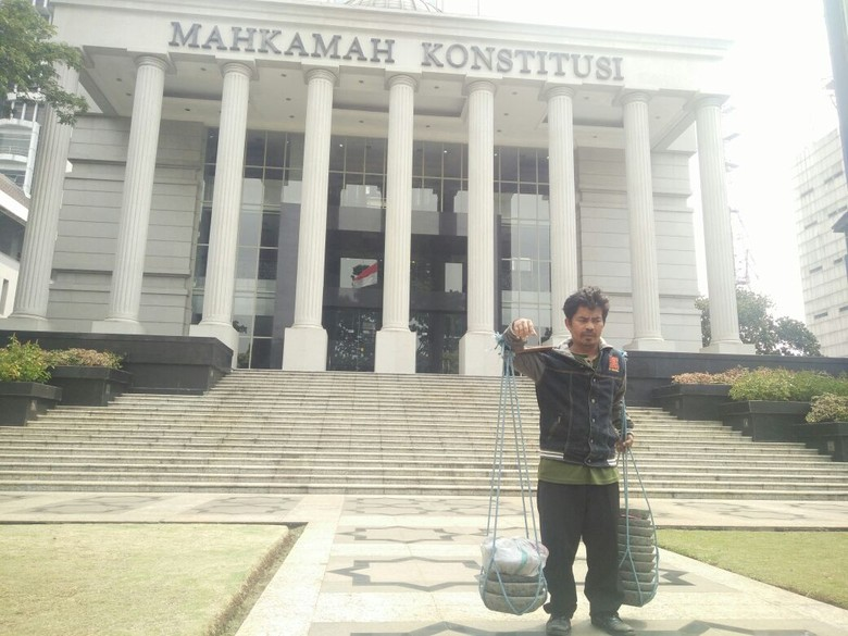 MK Minta Tajudin Tukang Cobek Buktikan Kerugian Konstitusionalnya