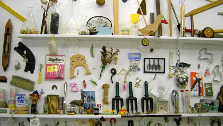 Koleksi yang terdapat di  Museum der Unerhoerten Dinge (Museum der Unerhoerten Dinge)