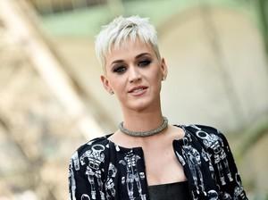Bantah Oplas, Katy Perry Ungkap Perawatan yang Buat Wajahnya Lebih Cantik