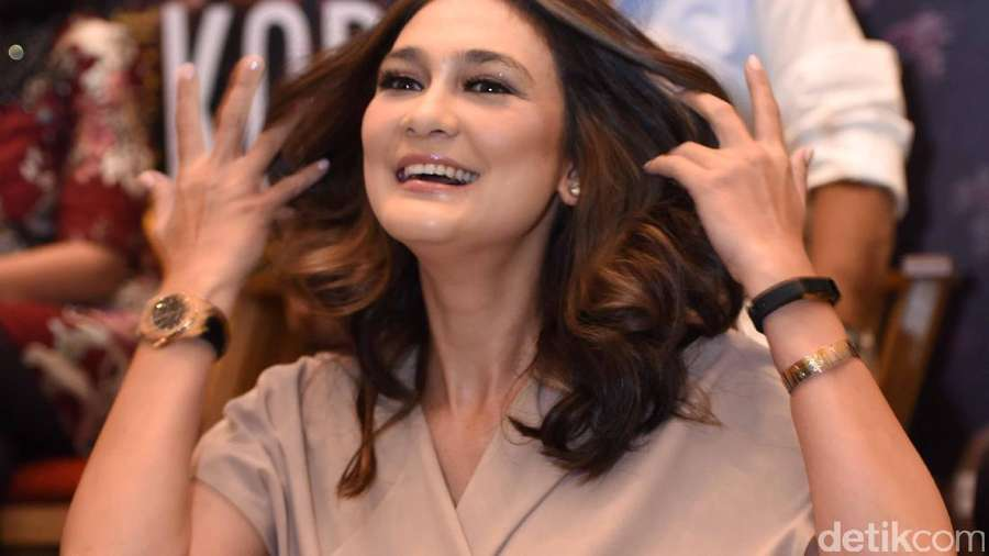 Pulang Liburan Bareng Reino, Luna Maya Happy Banget