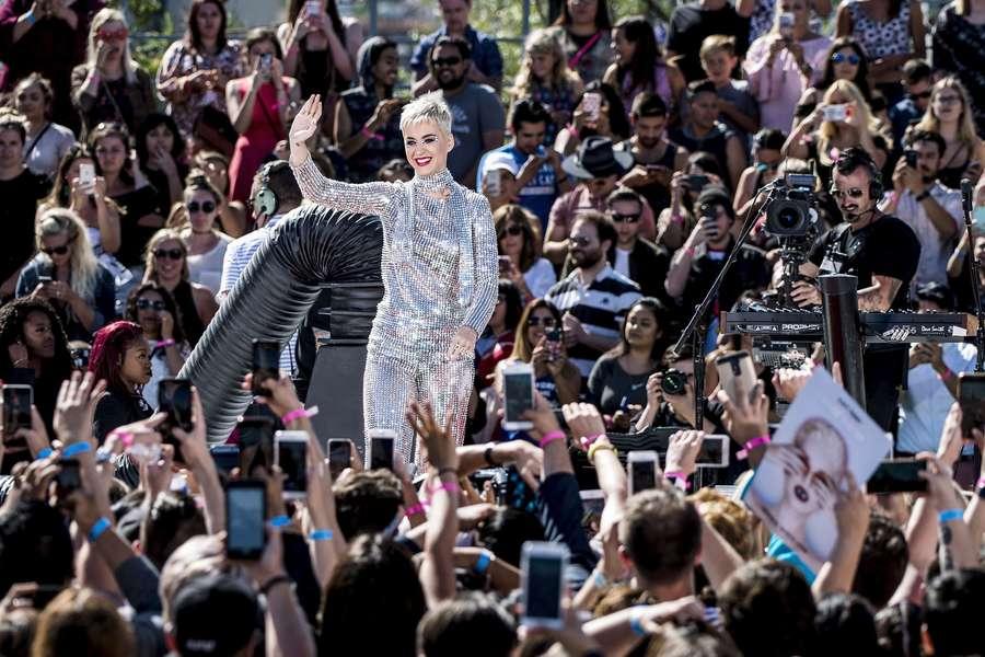 Lihat Katy Perry yang Makin Segar