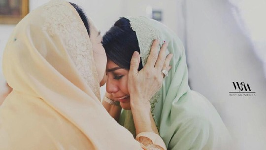 Tyas Mirasih Menangis di Pengajian Jelang Menikah