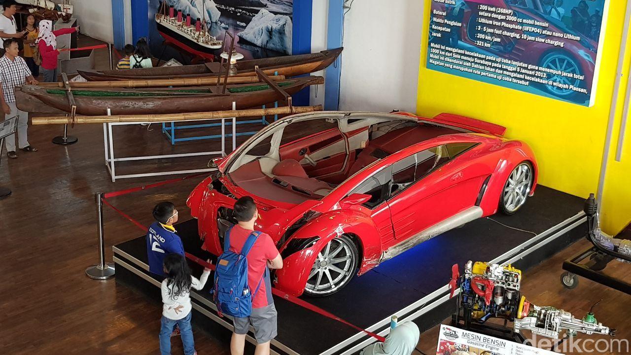 Mobil Tucuxi Dahlan Iskan di Museum Angkut, Batu