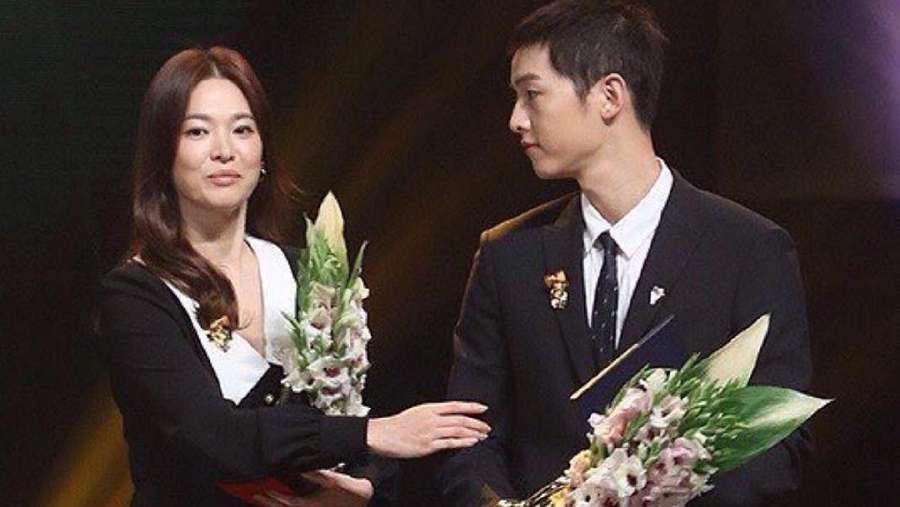 (Lagi) Momen Romantis Song Joong Ki dan Song Hye Kyo