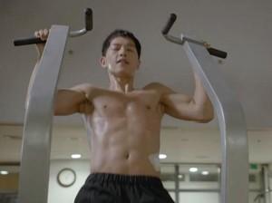 Ganteng dan Suka Olahraga, Song Joong Ki Cocok Jadi <I>Fitness Goal</I>