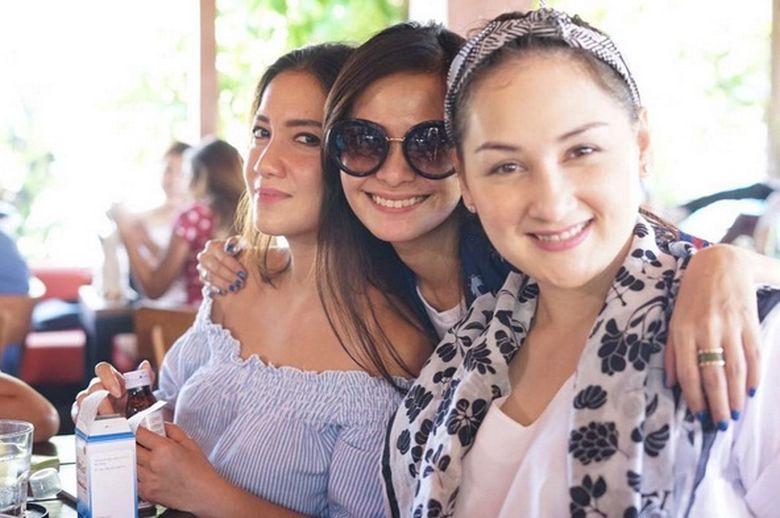 Tia Ivanka kembali menjadi sorotan setelah foto dirinya bersama Ersa Mayori dan Mona Ratuliu beredar di instagram. (Dok. Instagram/ersamayori)