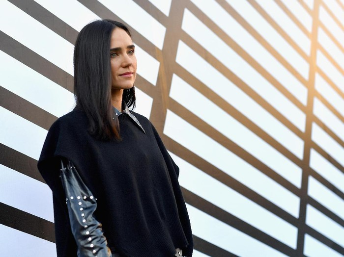 PARIS, FRANCE - OCTOBER 05:  Jennifer Connelly attends the Louis Vuitton show as part of the Paris Fashion Week Womenswear Spring/Summer 2017  on October 5, 2016 in Paris, France.  (Photo by Pascal Le Segretain/Getty Images)