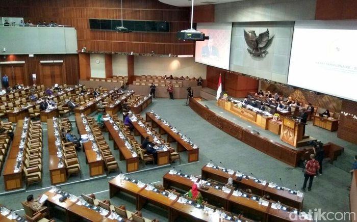 Kepastian Darmin Nasution sebagai Menteri Keuangan juga ditegaskan dari agenda kerjanya, seperti yang diterima detikFinance, Kamis (6/7/2017), agendanya menyebutkan bahwa sebagai Menkeu ad interm dalam rapat paripurna terkait pertanggungjawaban APBN 2016 dan RAPBNP 2017.