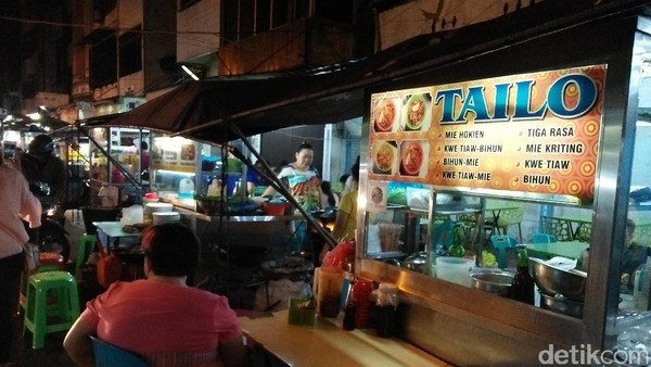 Jalan Semarang dapat dijangkau dengan jalan kaki sekitar 15 menit dari stasiun Airport Railway Station Medan Merdeka. Sepanjang jalan ini terdapat banyak warung makan khas pecinan (Bonauli/detikTravel)