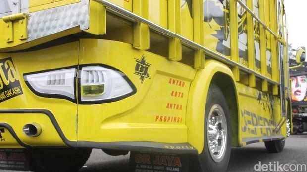 Lagi Ngetren Truk Pakai Lampu Mobil Suv Pajero Hr V Fortuner