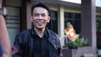 Ihsan yang sebenarnya satu perjuangan dalam ajang pencarian bakat menyanyi pun akhirnya membulatkan tekad mempolisikan sang rekan ke Polres Jaksel pada Jumat (7/7) sore. Foto: Hanif Hawari