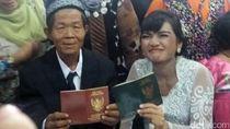 Tawa Bahagia Orang Tua Bayi yang Lahir di Gang Sempit Saat Menikah