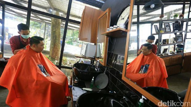 LIve Instagram, Ridwan Kamil Cukur Rambut Sambil Curhat Percintaan