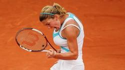 Seorang petenis yang berlaga di Wimbledon 2017, Simona Halep pernah mengecilkan payudara. Semula berukuran 34DD, tapi dirasa mengganggu kelincahan.