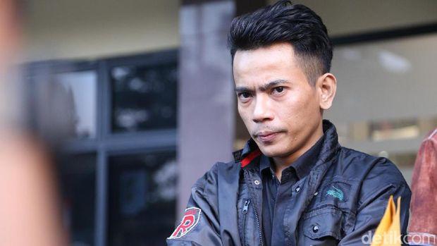 Aris eks Idol melaporkan Ihsan Tarore ke Polres Jakarta Selatan.