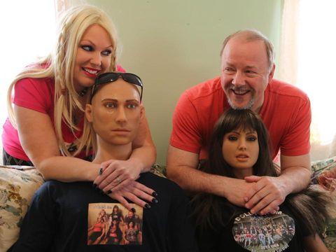 David dan Shawna bersama boneka seksnya.