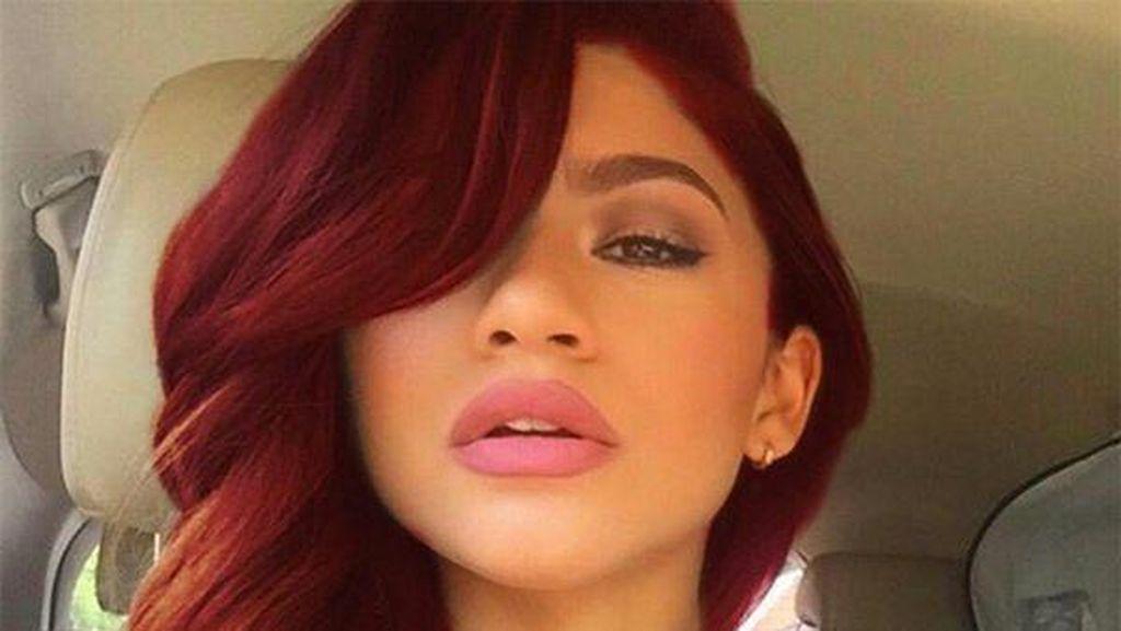 Si Cantik Zendaya, Aktris Edgy yang Digosipkan Jadi Ariel Little Mermaid