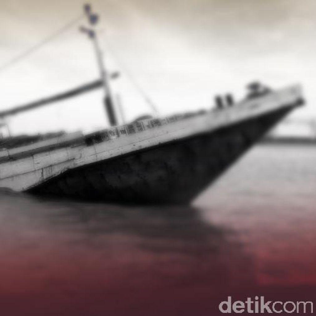 Cuaca Buruk, Kapal Kayu Terbalik di Laut Barombong Sulsel