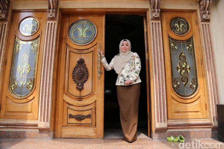Rumah mewah Muzdhalifah terpampang dalam sebuah forumjual-beli rumah dan dihargai sebesar Rp 30 miliar.